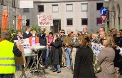 Demonstration mit ungefähr 40 Leuten