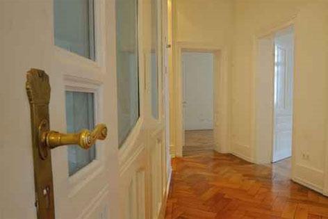 Der Eingang einer Altbauwohnung
