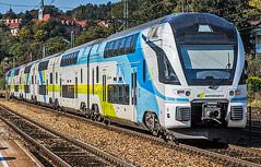 Zug der Westbahn auf offener Strecke
