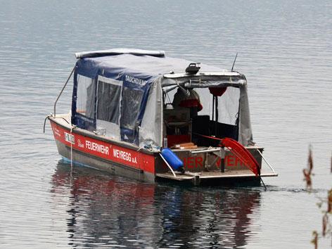 Boot mit Tauchroboter