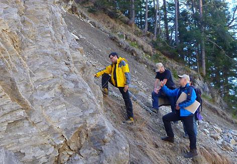 Geologen in einem Steinbruch