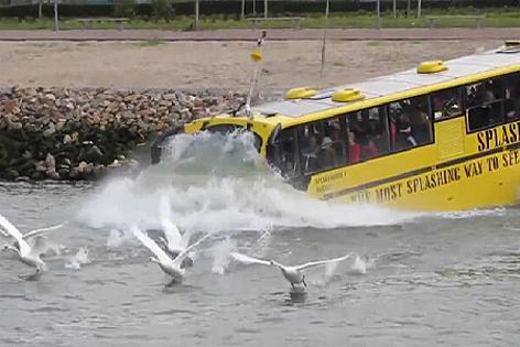 Amphibienfahrzeug Bus
