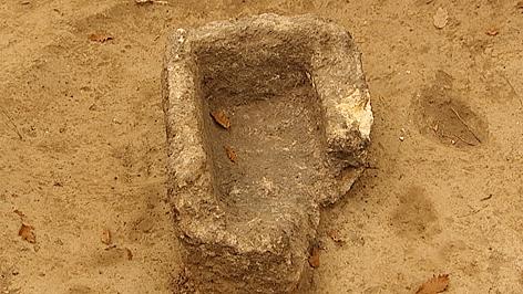 Aschenkiste des römischen Grabmals in Sigleß
