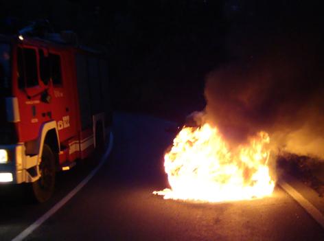brennendes Fahrzeug
