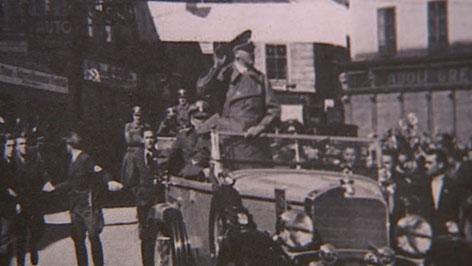 Foto zeigt Hitler bei Fahrt durch Amstetten