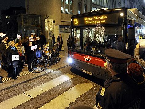 Anrainer protestieren gegen neue Route der Buslinie 13A