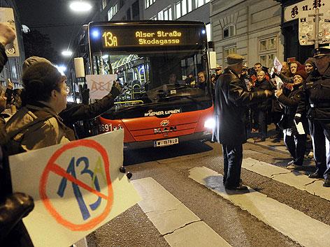 Anrainer protestieren gegen die neue Route der Buslinie 13A