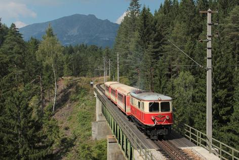 Lokomotive 1099.02 auf der Fahrt