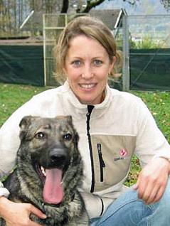 Problemhundetherapeutin Brigitte Kann mit Hündin Kira