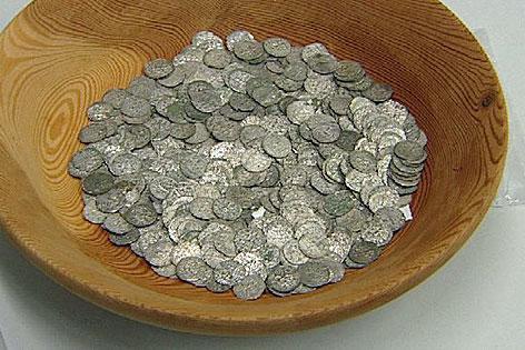 Münzfund an Uni übergeben