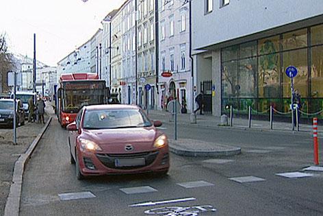 Verkehr in der Salzburger Altstadt (am Franz-Josefs-Kai)