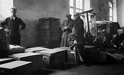 Eduard Paul Tratz mit Raubgut für das Haus der Natur SS Obersturmbannführer