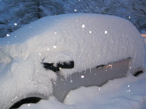 Schnee Auto zugeschneit