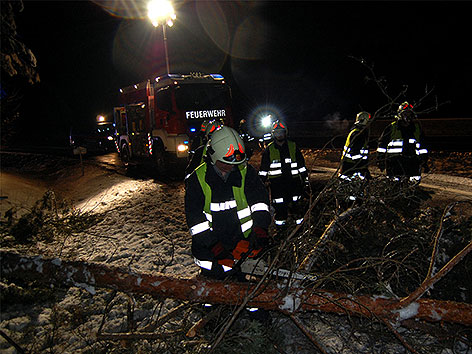 Feuerwehreinsatz wegen Schnee und Eis