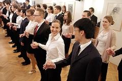 Debütanten proben Eröffnung des Opernballs