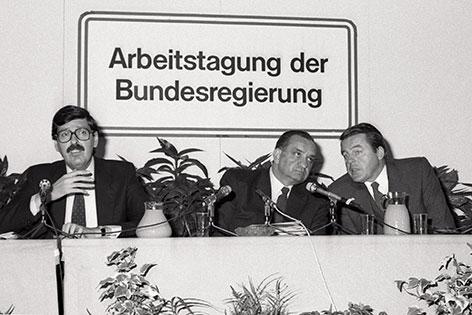 Norbert Steger, Fred Sinowatz und Franz Vranitzky bei einer Tagung im November 1985
