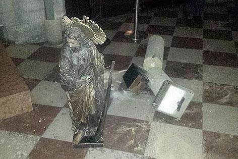 Beschädigte Statue im Stephansdom