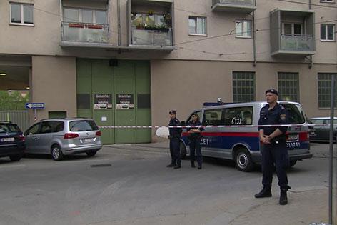 Polizei sichert Fundstelle der Rohrbombe