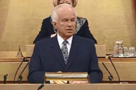 Josef Ratzenböck bei seiner Abschiedsrede als Landeshauptmann 1995