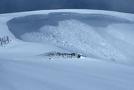 Abgebrochene Schneewechte
