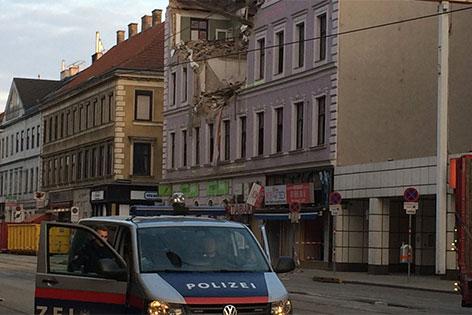 Teilweise eingestürztes Haus in der äußeren Mariahilfer Straße