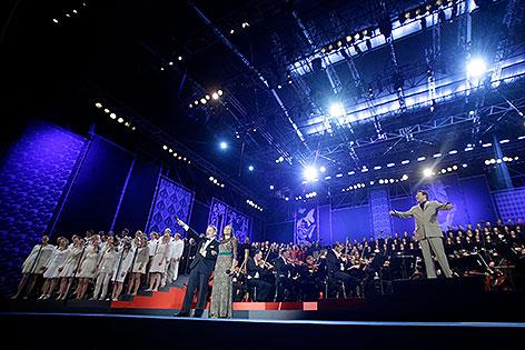 Chöre unter der Leitung von Dirigent Cornelius Meister bei der Eröffnung der Wiener Festwochen