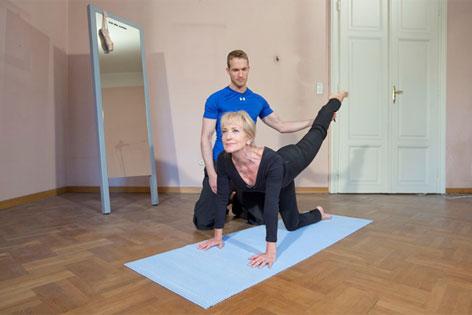 Dagmar Koller beim Fitnesstraining
