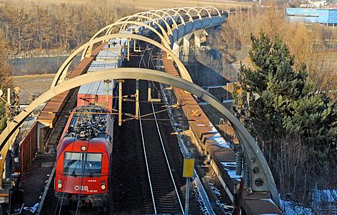 Güterzug am Sautrog im Inntal