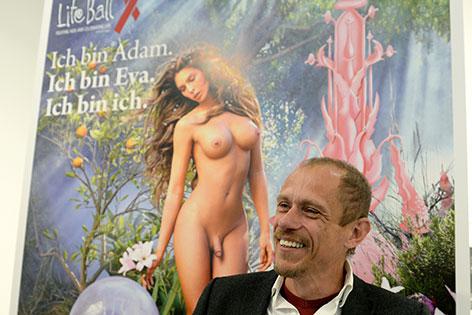 Gery Keszler mit dem Life Ball Poster 2014