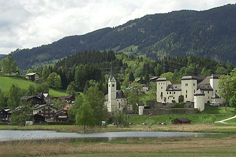 Goldegg mit Schloss und See