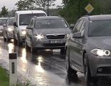 Autos, die durch Wulkaprodersdorf fahren