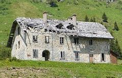 Schwer beschädigte Berghäuser in Sportgastein bzw. Nassfelder Tal bei Böckstein / Bad Gastein