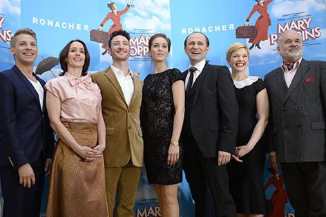 """Musicaldarsteller während der Präsentation des Musicals """"Mary Poppins"""""""