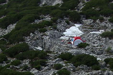 Zelt beim Einstieg zur Riesending-Schachthöhle im Untersberg bei Berchtesgaden