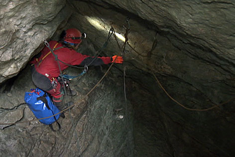 Höhlenretter in der Riesending-Höhle im Untersberg