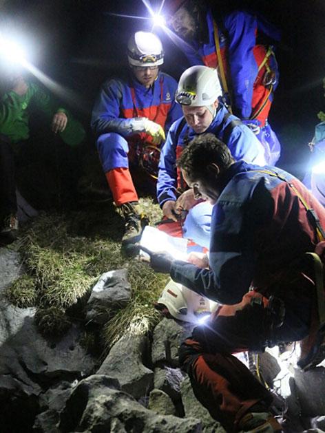 Höhlenretter bei der Einsatzbesprechung