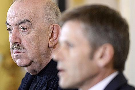 Georg Springer und Josef Ostermayer bei einer Pressekonferenz im Mai 2014