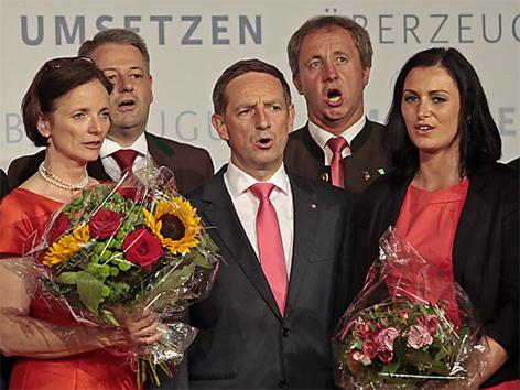 Singen der Bundeshymne am Parteitag der Kärntner ÖVP