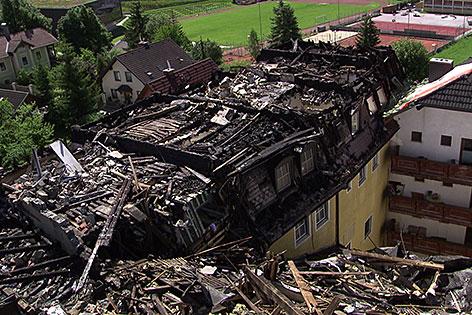 Ruine des ausgebrannten Wirtshauses Gambswirt im Zentrum von Tamsweg