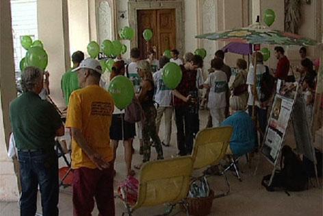Gegner der Mönchsberggarage protestieren im Schloss Mirabell
