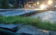 Hochwasser der Salzach in Mittersill bei der Salzachbrücke