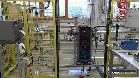 Ampelproduktion in Neutal bei Swarco Futurit