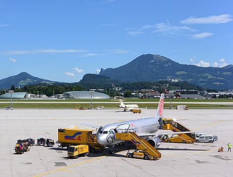 Salzburg Airport Flughafen Wolfgang Amadeus Mozart Fliegerei Reisen Verkehrsfliegerei Jet Fliegen Maxglan