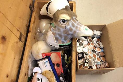 Giraffe in Holzschachtel