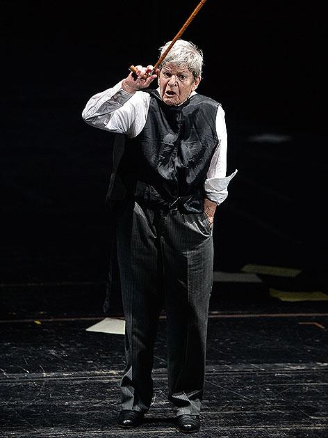 """Elisabeth Orth in """"Die letzten Tage der Menschheit"""" im Juli 2014 im Landestheater Salzburg"""