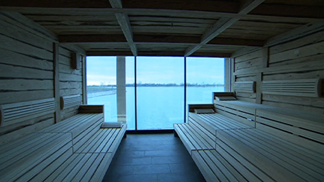 Sauna mit Seeblick im Zubau der St. Martinstherme