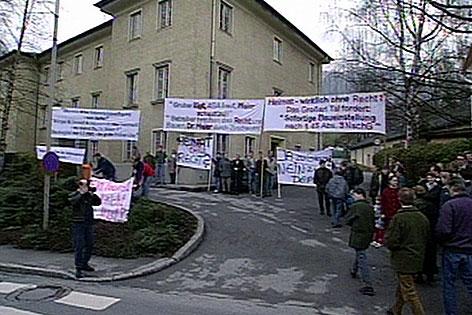 Bürgerprotest gegen ein Mülllager in einem alten Steinbruch in Großarl (Pongau) Ende der 1990er