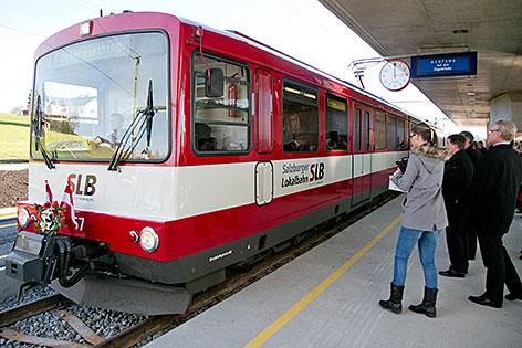 Garnitur der Salzburger Lokalbahn im Bahnhof Ostermiething