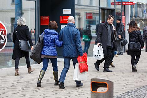 Einkaufende Menschen