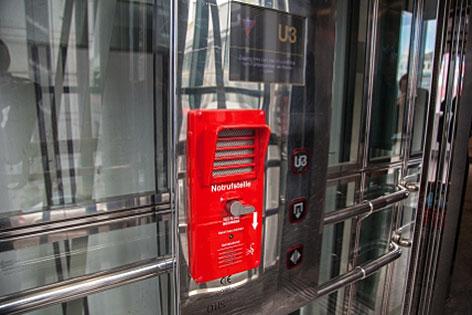 Aufzug bzw. Lift mit Notrufeinrichtung